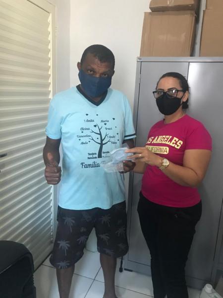 Além do brilhante trabalho de Combate  ao Covid-19 desenvolvido em Ipueiras,  a Secretária Municipal  de Saúde Rosimar Lopes Sampaio, iniciou distribuiç]ão gratuita de máscaras para os grupos de riscos vulneráveis e pessoas carentes do município.    Segundo a Secretária Rosimar Lopes Sampaio, essa é mais uma ação de prevenção e propagação do COVID-19.